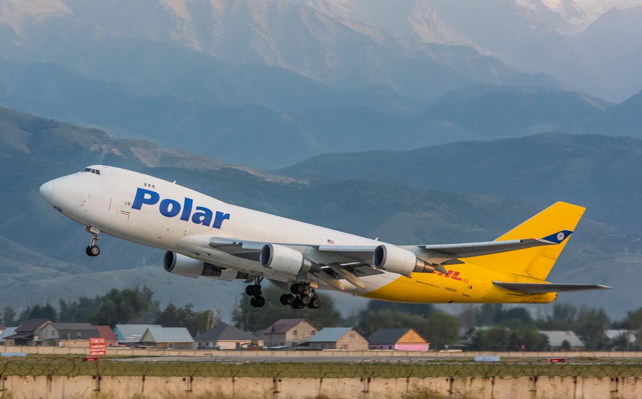 21-Polar Air Cargo-B-747-400-N452PA